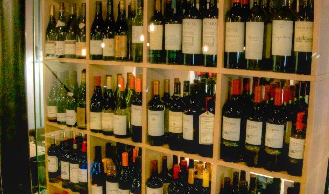 La cave à vin dans la salle du Meet Meat Uccle.